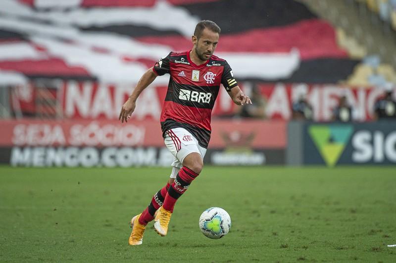 Flamengo Vai Para Jogo Contra Bragantino Com Dois Jogadores Pendurados